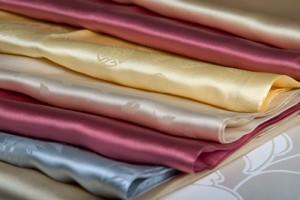 Silke blir till siden