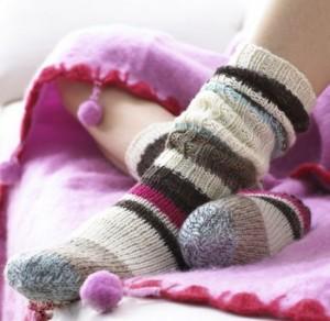 Både damer och herrar kan med fördel bära vinterstrumpor hemma och på jobbet!